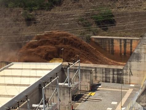 Negligência que resultou no rompimento de duas barragens controladas pelas gigantes globais da mineração Vale e BHP foi a causa do grande desastre na região de Mariana, região central de Minas Gerais. No total, foram confirmados